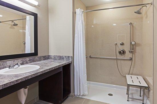 Glenpool, โอคลาโฮมา: 2 Queen ADA Roll-In Shower