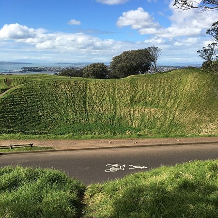 Mount Eden: photo1.jpg