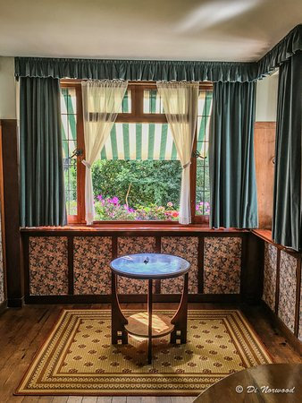 Hall lounge picture of 78 derngate northampton for Dining room 78 derngate