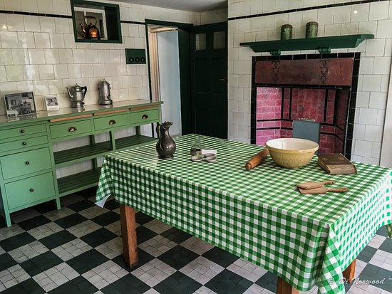 78 Derngate: Kitchen