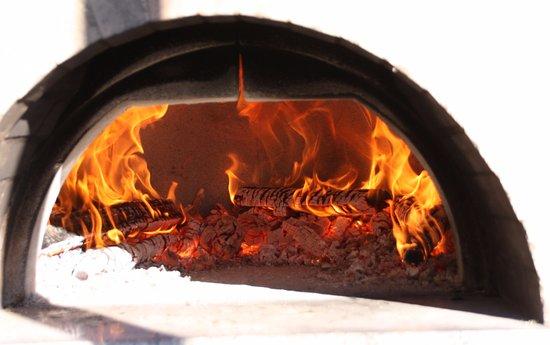 La Cuccagna: Pizza Oven.
