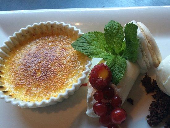Heiloo, Países Bajos: Crème brullee met yoghurtijs en echte slagroom