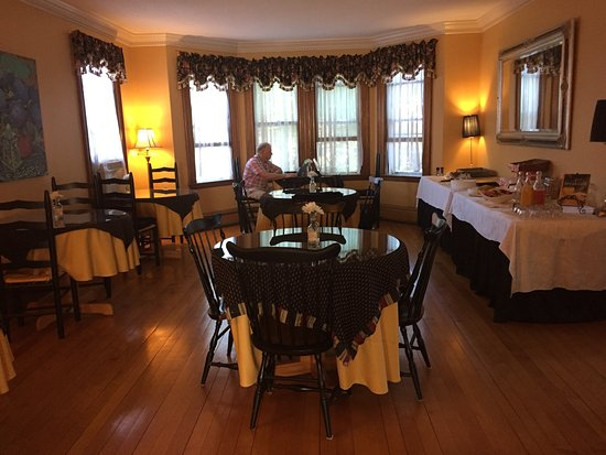 Scargo Manor Bed and Breakfast: Full, scrumptious breakfast every morning!!