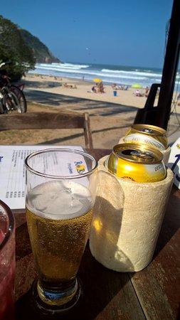 Cerveja gelada + vista maravilhosa + sol = perfeito!