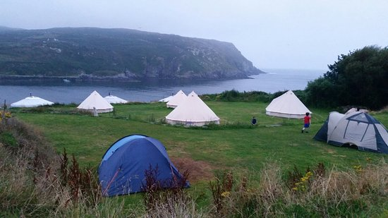 Cape Clear Island, Ierland: Bells, tents, firedrums, BBQ with lobster and a beach!