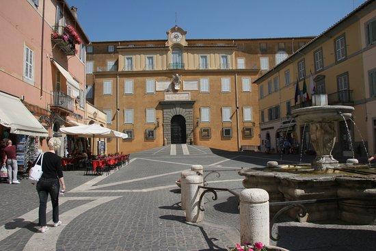Pontifical Villas of Castel Gandolfo: La piazza principale