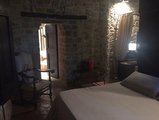 Camera ponte levatoio   picture of castello di monterone, perugia ...