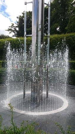 The Alnwick Garden: Water sculpters that children can run through