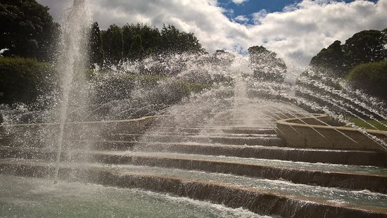 The Alnwick Garden: Cacade water fountains change and dance - again fountains for children to run through