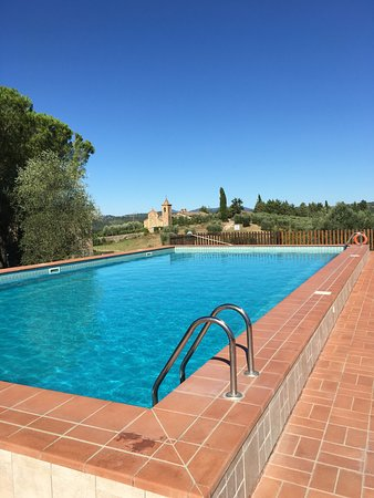 Monte Antico, Италия: View from Pool to Church