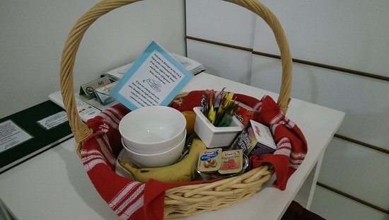 Barooga on Pier: Breakfast basket (further food items are in the fridge)
