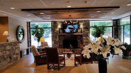 Holiday Inn Asheville - Biltmore East: Lobby