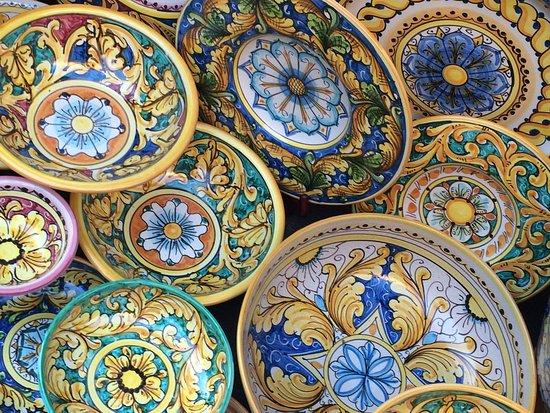 Ceramiche locali - Foto di Funierice - Funivia Trapani-Erice, Sicilia - Tripadvisor