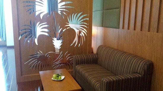 EdenStar Saigon Hotel: Zona de estar de la suite