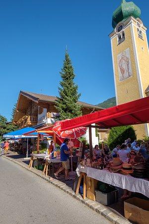 Hotel Jakobwirt: Market day in Westendorf
