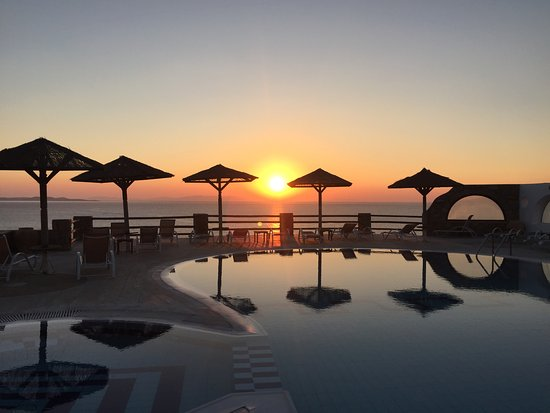 Hotel Gorgona: Spectacular sunsets from the awesome pool area.