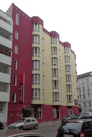 Mercure Hotel Berlin Zentrum: Vieew from street
