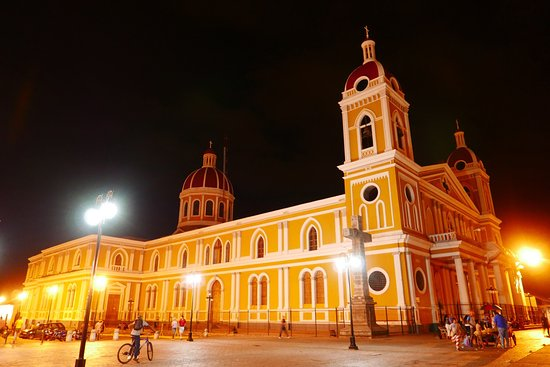 Granada, Nicaragua: Beautiful at night. It is possible to visit the tower during the day, they charge you $1.