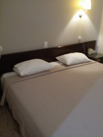 Hotel Peli: lovely large bed for one