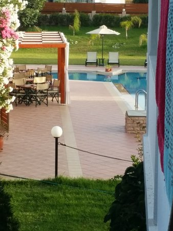 Hotel Peli: beautiful pool area