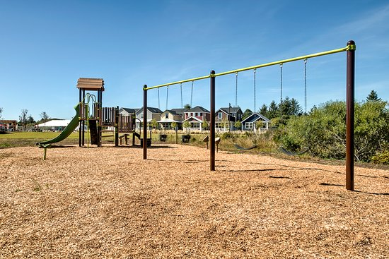 Ocean Shores, WA: Swingset and playground at Oyhut Bay