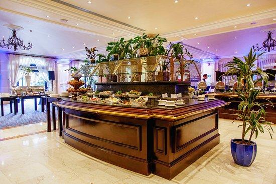 The Terrace Restaurant Malta at The Westin Dragonara Resort : The Terrace Restaurant