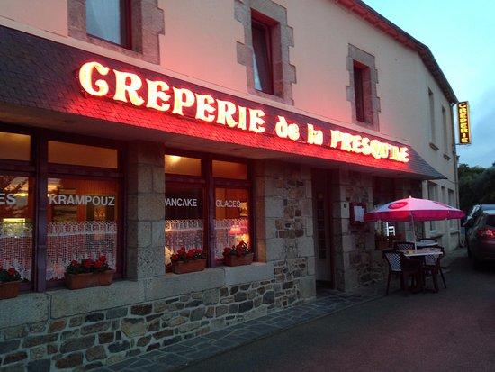 Kerbors, France : Entrada de la creperie.