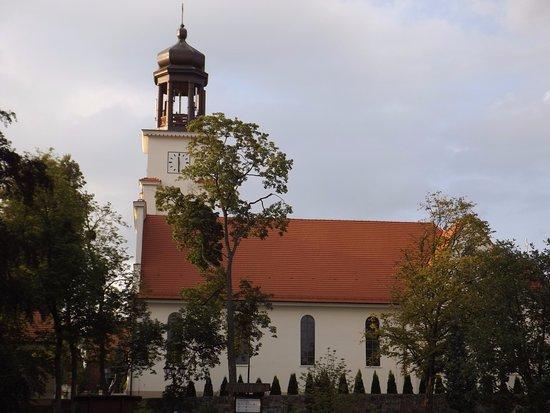 Northern Poland, Poland:  Zdjęcie przedstawia kościół  Podwyższenia Krzyża Świętego w Osiu