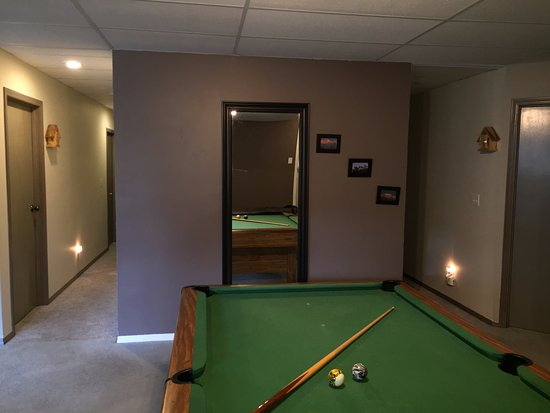 Monarch Bed & Breakfast: suite has a pool table !