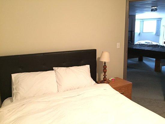 Monarch Bed & Breakfast: 1Queen room