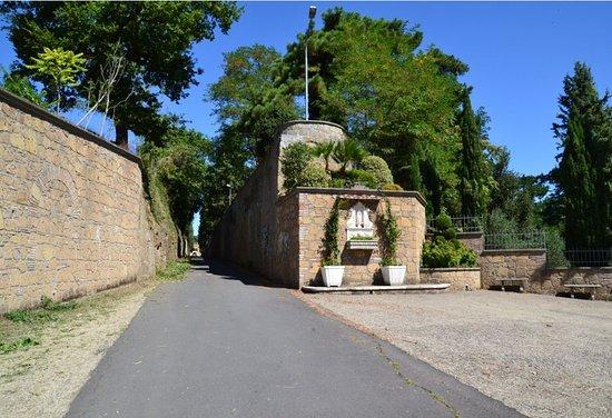 Montorio, Italië: viale d' ingresso
