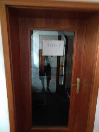 Hotel Restaurant Darwin : this is manager and the receptionist door locked