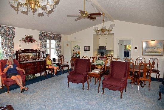 Dutch Colonial Inn Image