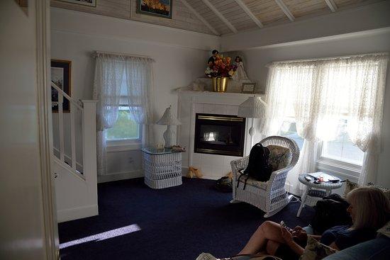 Dutch Colonial Inn Photo