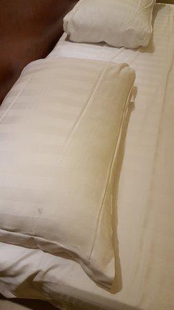 Hotel Olimpico: FEDERA SPORCA E OMBRATA.....notata appena arrivati in camera....costata € 149,00 già scontata de
