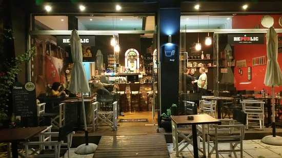Republic Cafe Bar & Grill