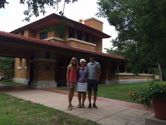 Frank Lloyd Wright's Allen House: No pictures allowed inside, but you can take them outside. Fun tour!