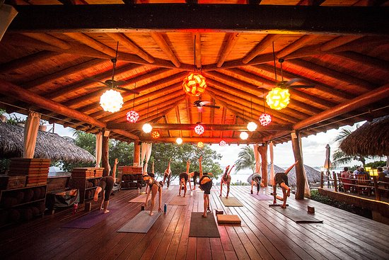 Yoga Class _ Ocean View _ Dagan Beach _ Yoga Instructor _ Present Moment Retreat _ Boutique Hote