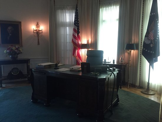 lbj oval office. LBJ Presidential Library: Recreation Of Oval Office Desk Area Lbj