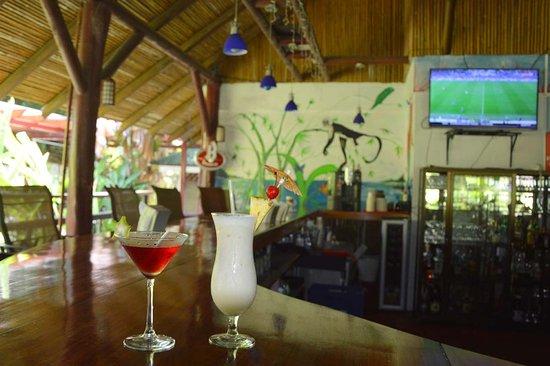 Restaurante El Rancho en Hotel Villas Río Mar: Als Bar with sports programming