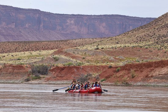 Moab Adventure Center - Day Tours: Floating down the river