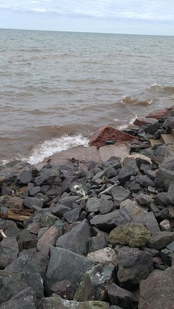 Superior Shores Resort: This is the rocky shoreline of Lake Superior at the resort.