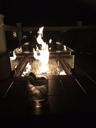 Old Saybrook, Коннектикут: One of the fire pits at night