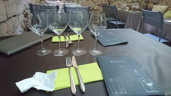 Le Bec a vin : table