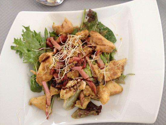 Le Louroux, ฝรั่งเศส: Entrée: salade de volaille et rillons