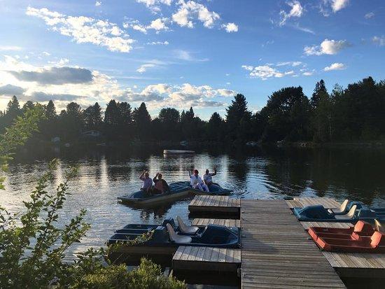 Auberge Prema Shanti : Accès au lac, pédalos et kayaks
