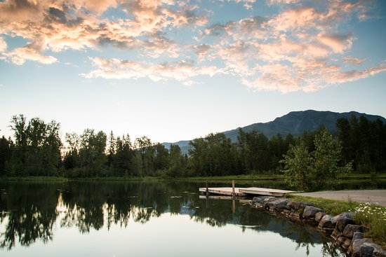 Fernie, Canadá: Early morning at the lake
