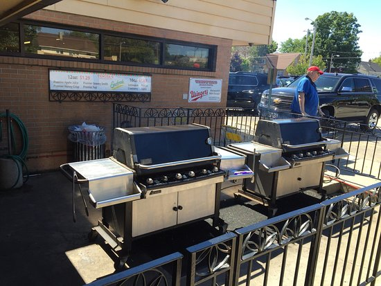 Tenuta's: Great panini - walk up window with outdoor seating
