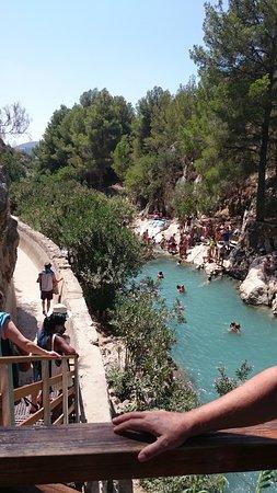 Кальоса-д'Эн-Саррия, Испания: Vista su una delle pozze sul percorso del fiume dalla sorgente