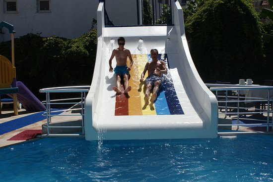 Club Evin Marmaris: Good little pool and slide. Busy at times, but plenty of sunbeds for all.